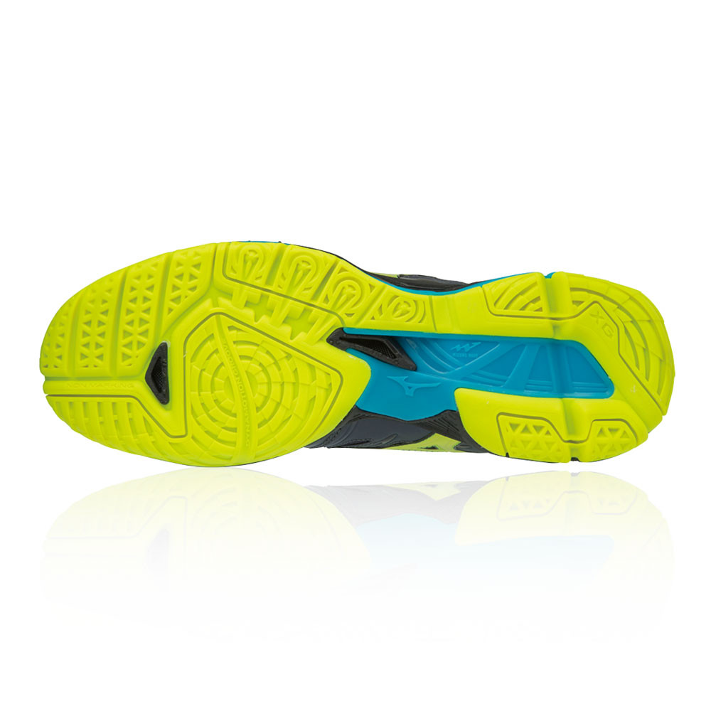 The non-marking rubber used on this outsole makes it the perfect shoe for  indoor court activities. 258a66d0e62