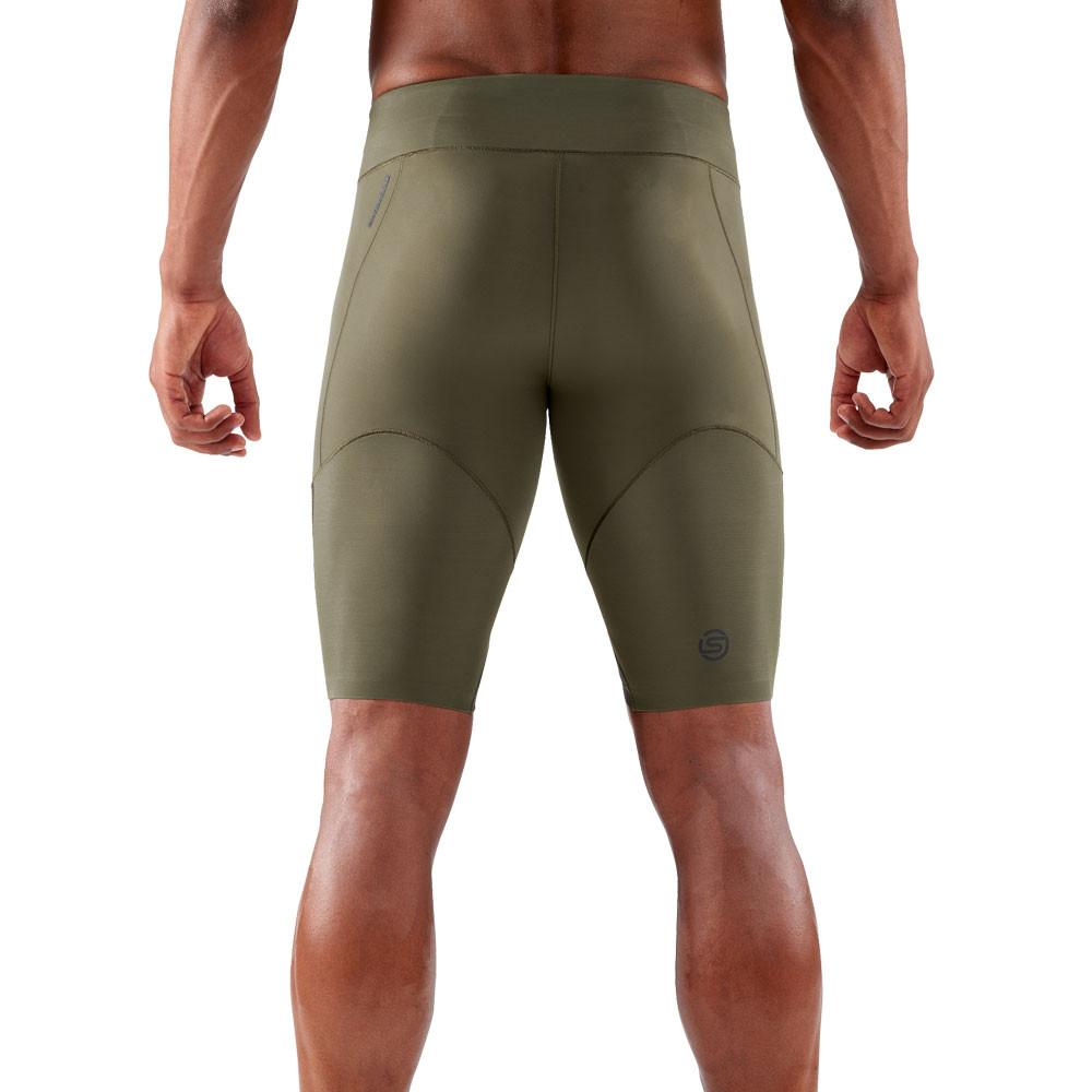 Skins Herren DNAmic Kompression Half Leggings Jogginghose Hose Schwarz Grau