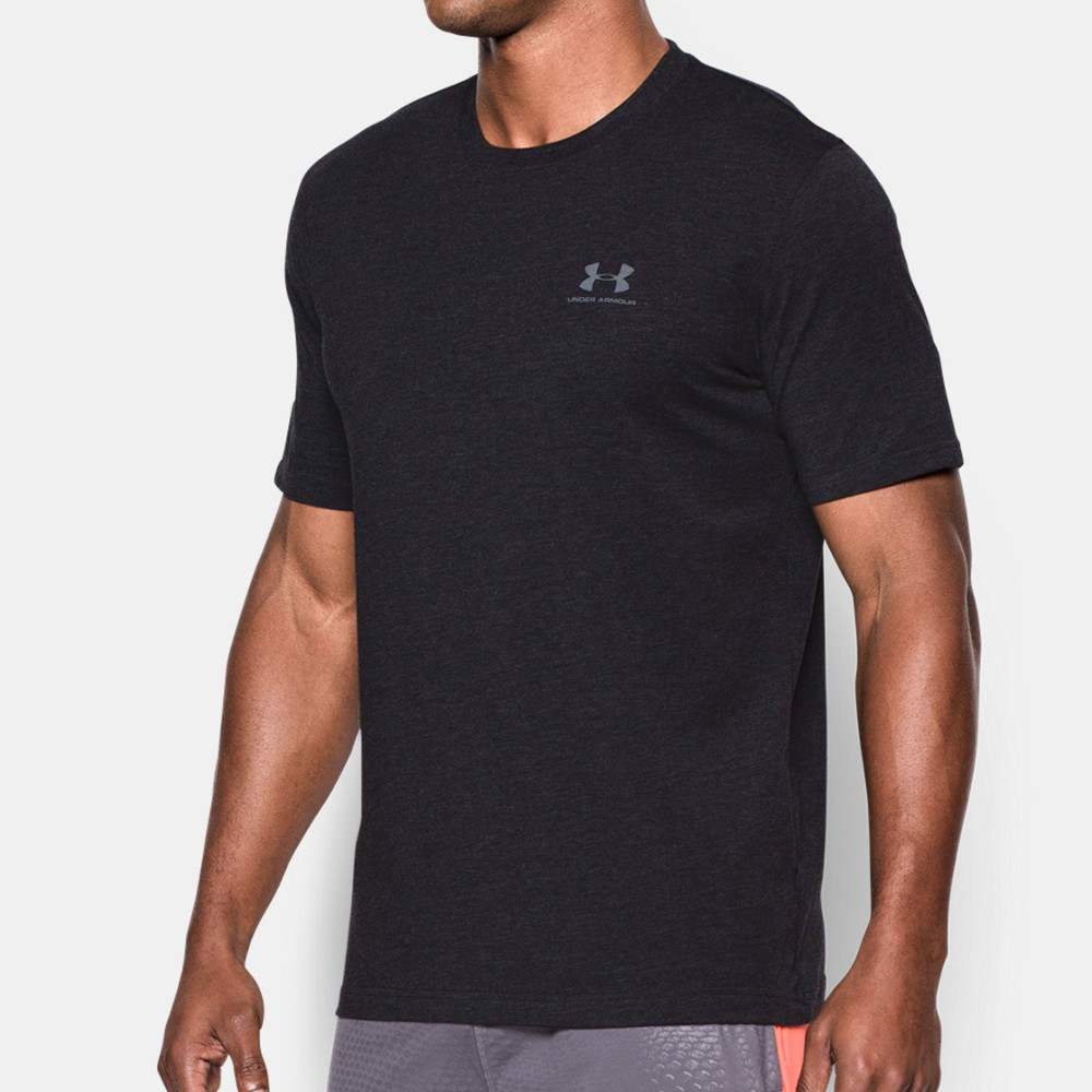 Under armour sportstyle left chest logo t shirt ss18 for Do under armour shirts run small